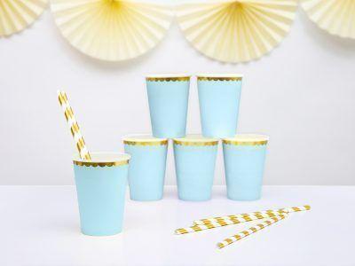 vasos azules y dorados