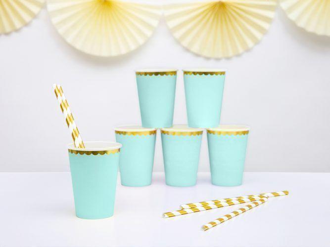 vasos verdes y dorados