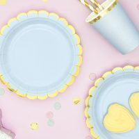 platos azules filo dorado