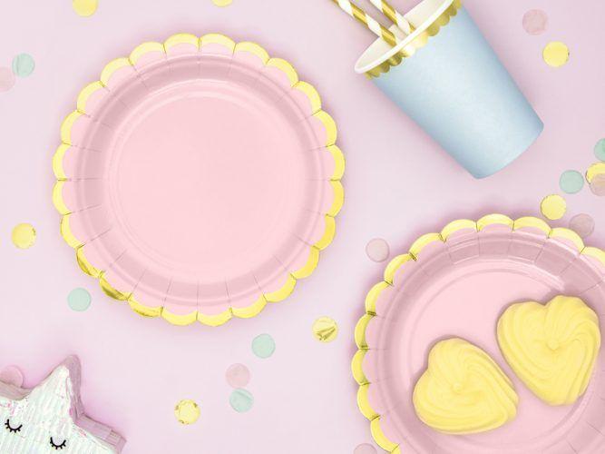 plato rosa y dorado